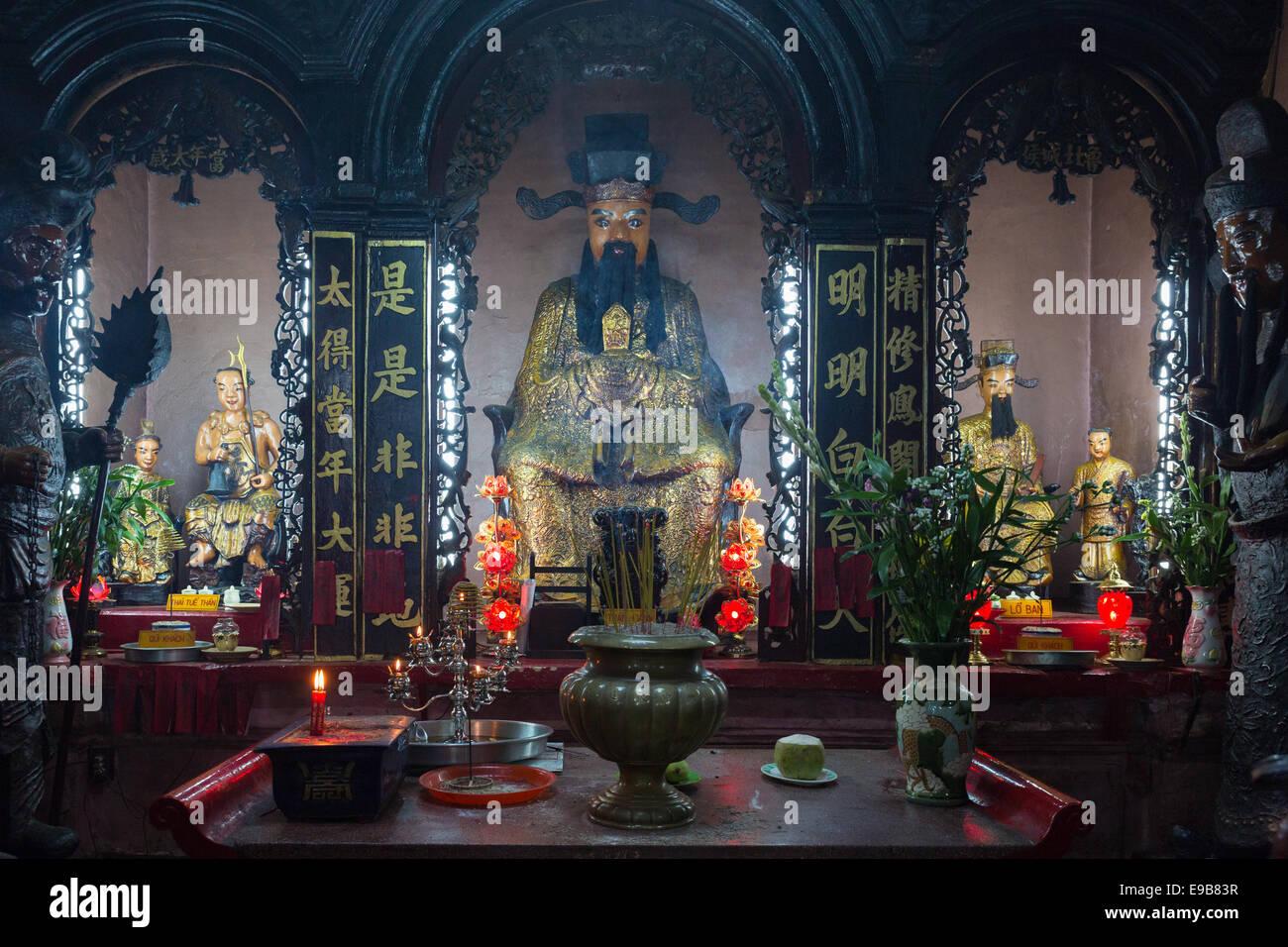 SAIGON (HO CHI MINH CITY), VIETNAM - JANUARY  2014: Shrine at Emperor Jade Pagoda Stock Photo