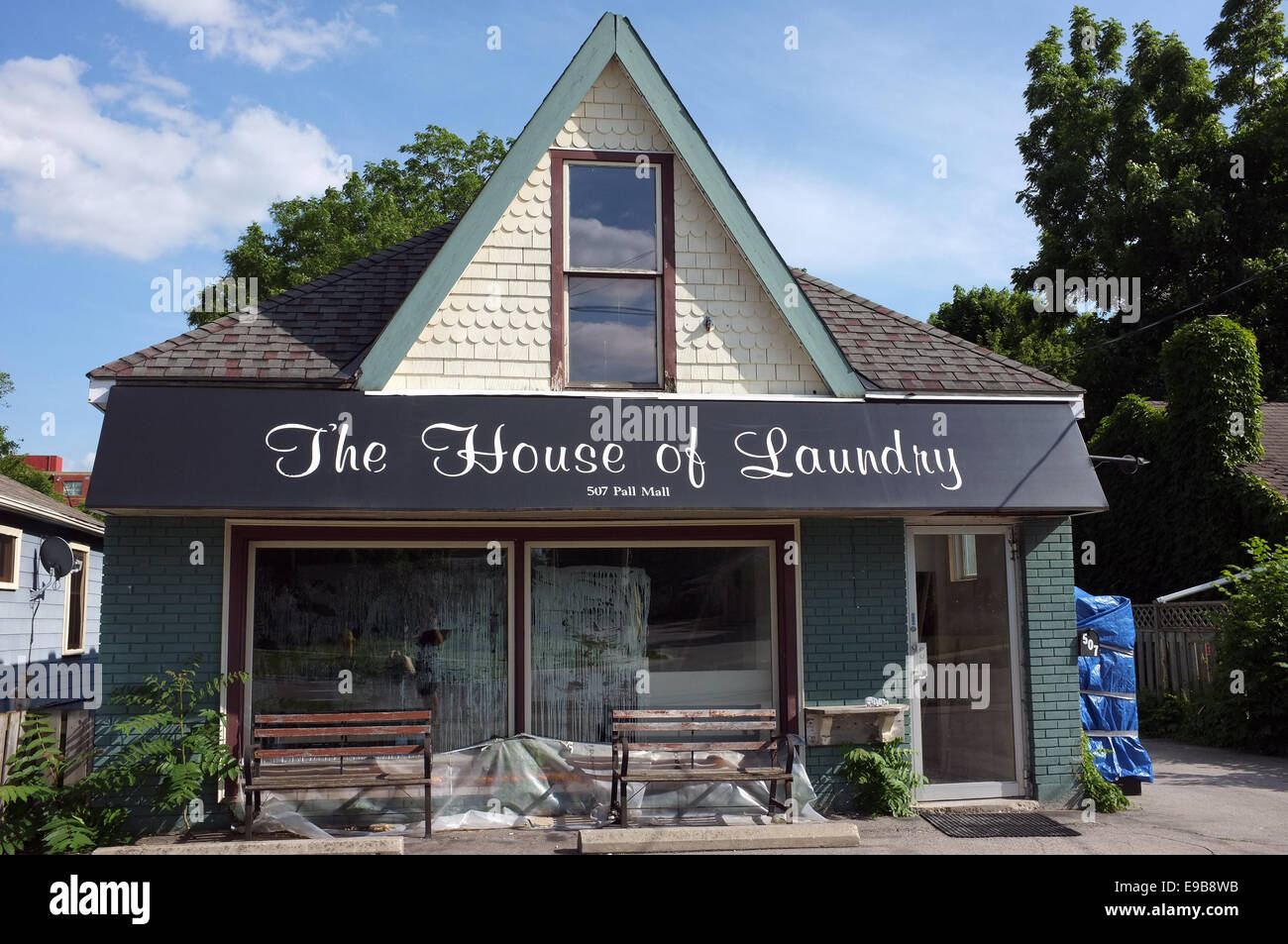 Laundry shop stock photos laundry shop stock images alamy a shop called the house of laundry stock image solutioingenieria Images