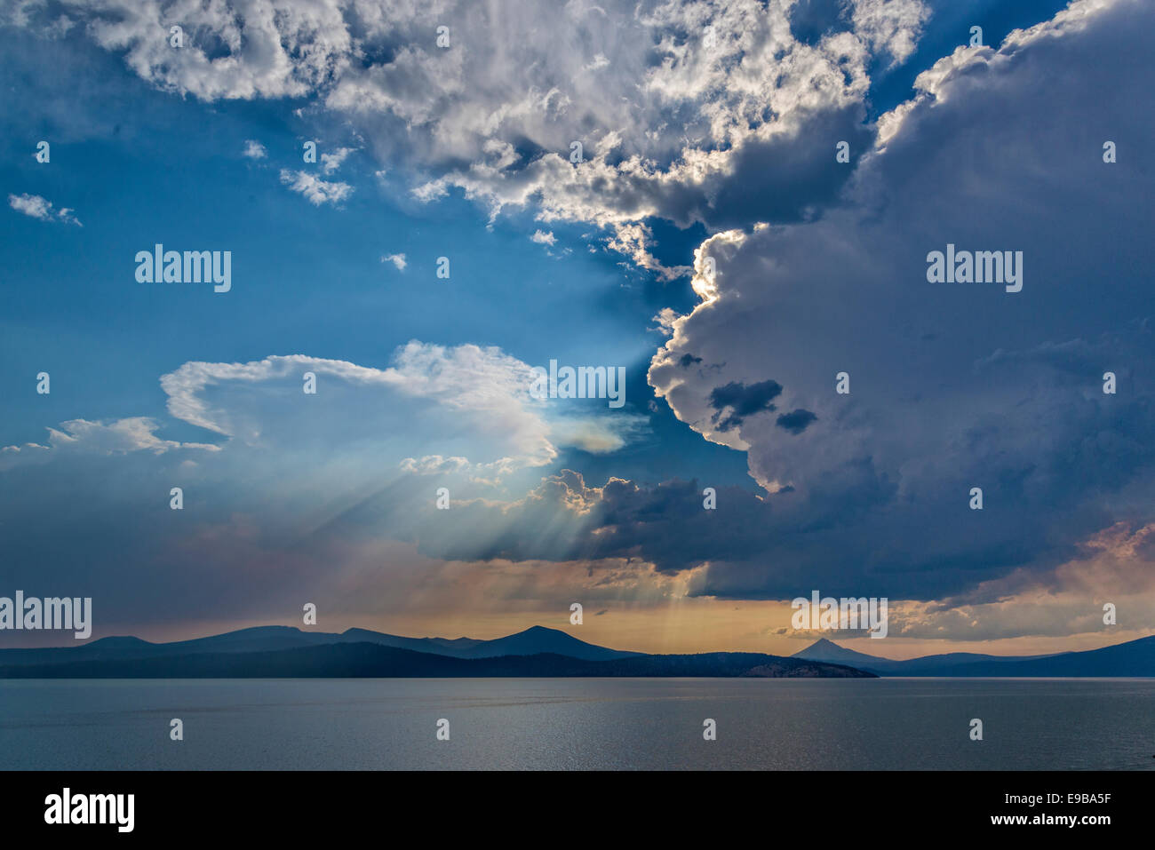 Thunderstorm clouds and wildfire smoke over Upper Klamath Lake and Mount McLoughlin in southern Oregon. - Stock Image