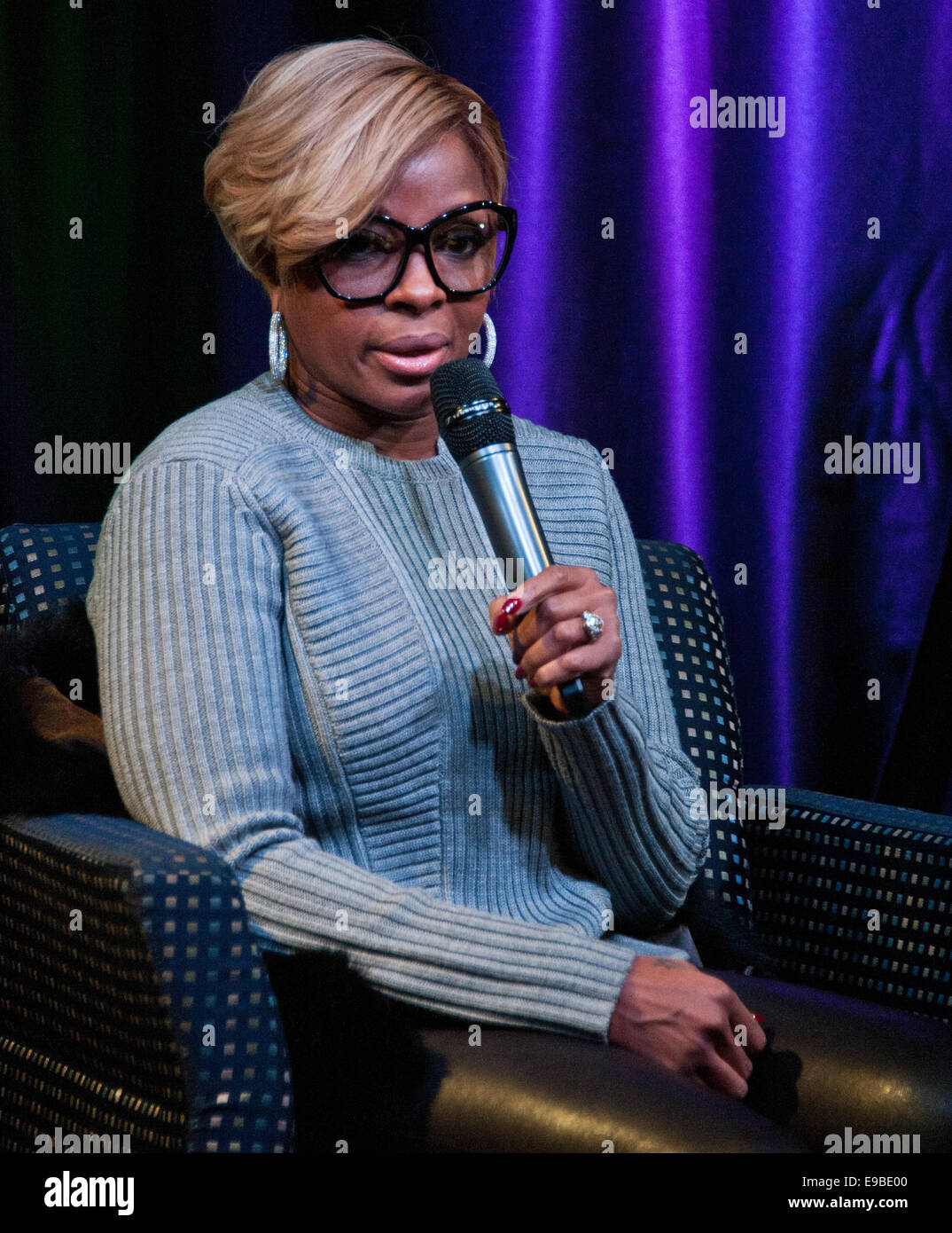 Bala Cynwyd, Pennsylvania, USA. 22nd October, 2014. American Singer-Songwriter Mary J. Blige Visits WDAS's and - Stock Image