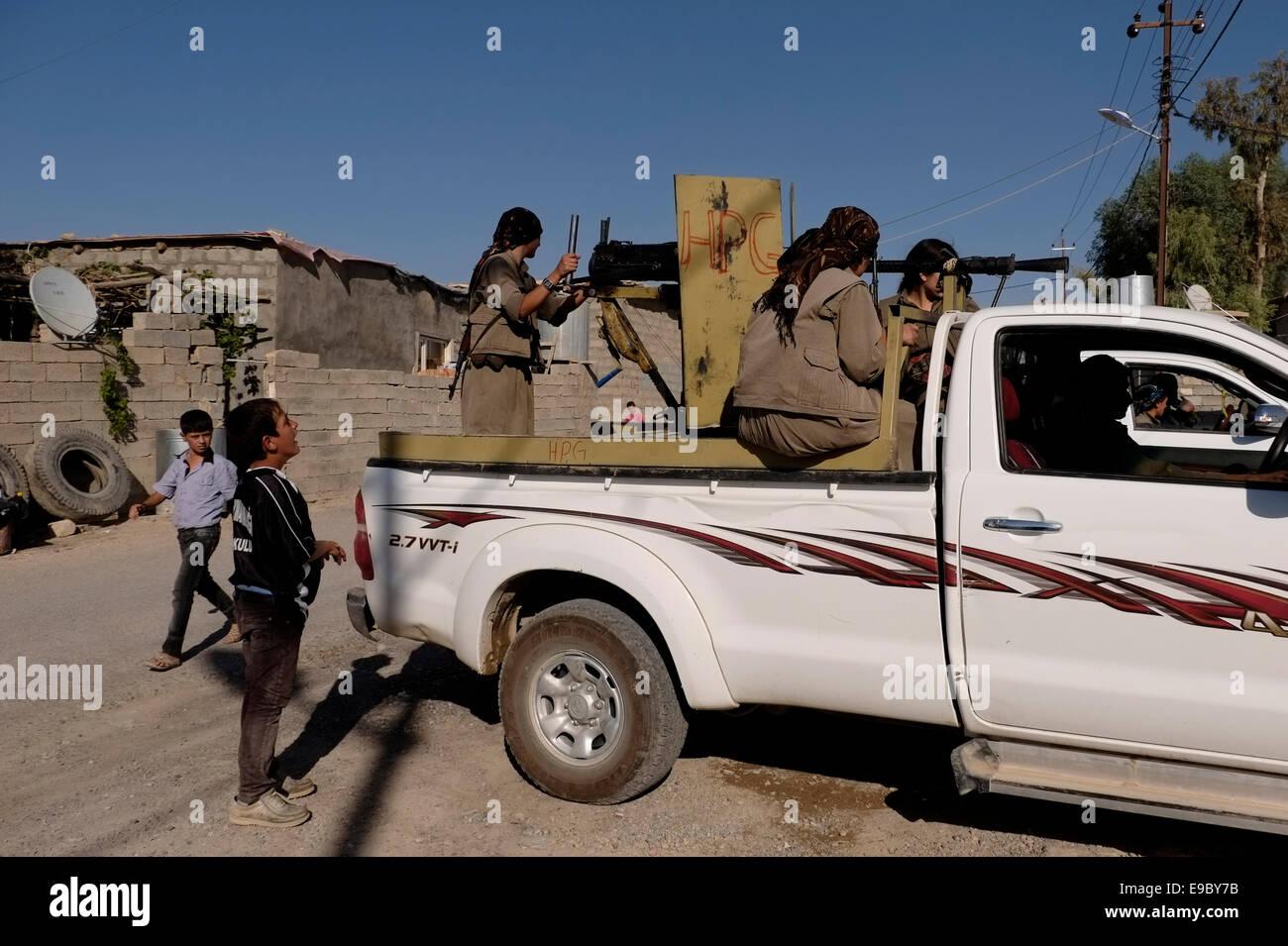PKK female Kurdish fighters patrolling in the village of Makhmur near Mosul in Iraq - Stock Image