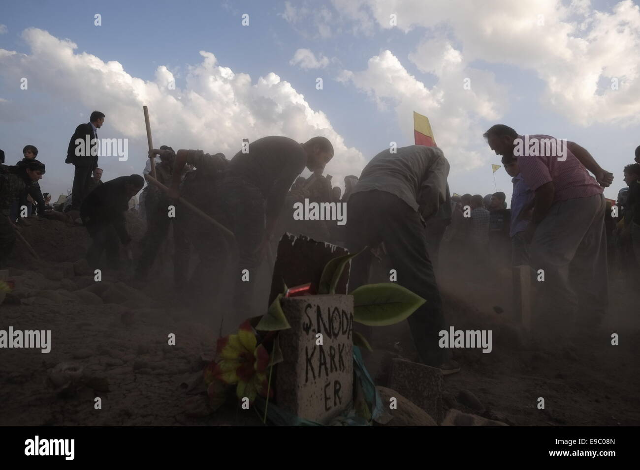 People burring Kurdish fighters from the People's Protection Units YPG who died in battle by Islamic State ISIS Stock Photo