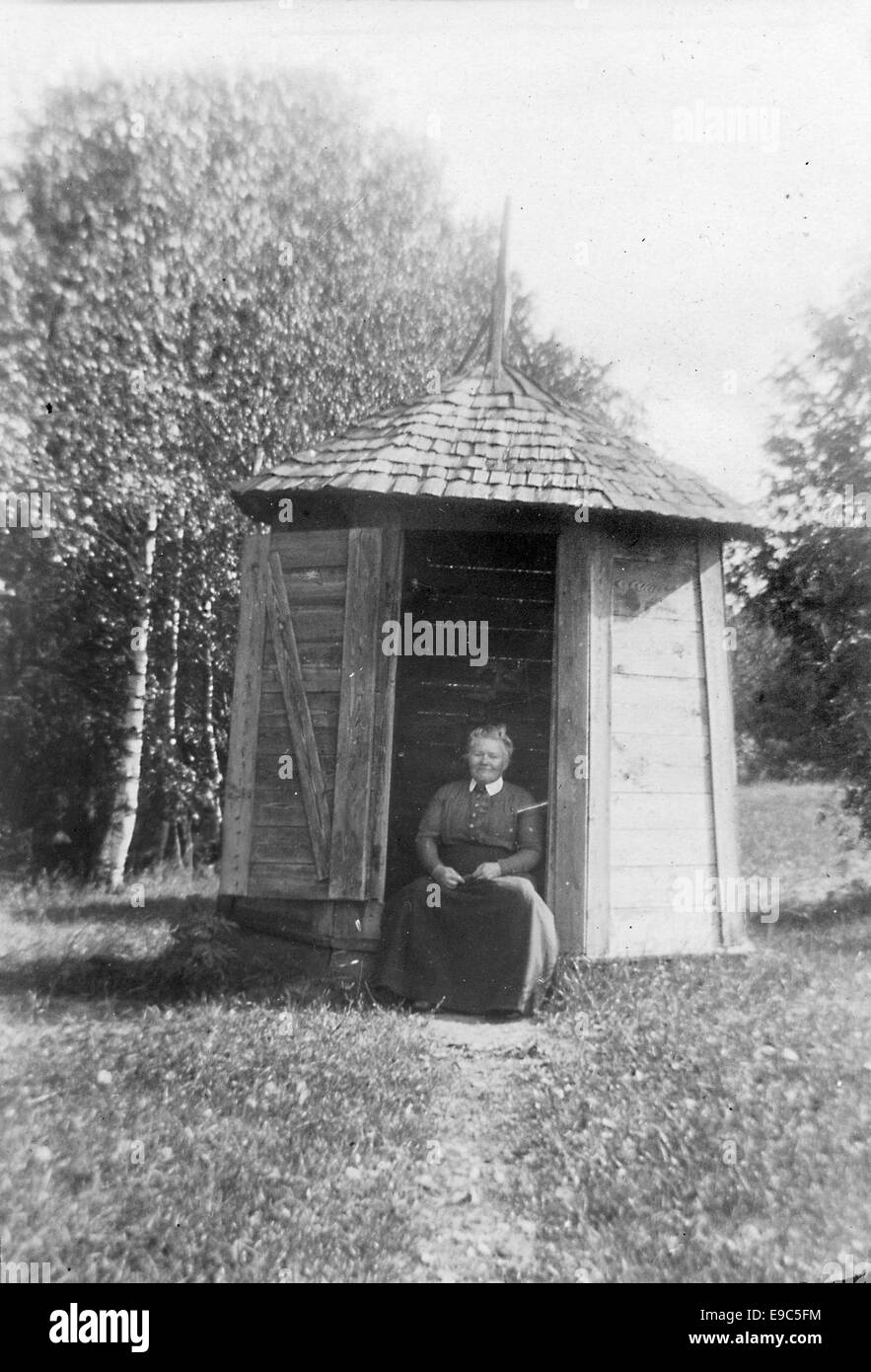 Edith Södergran's mother Helena sitting at the well - Stock Image