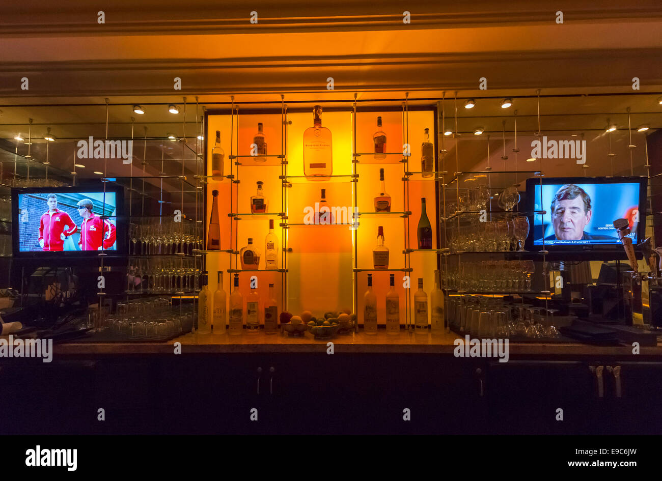 Bar in the Hilton Checkers Hotel, downtown Los Angeles, California, USA Stock Photo