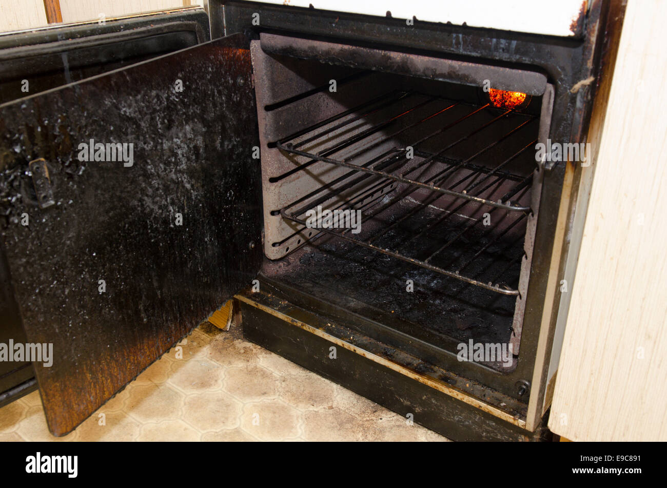 Filthy oven left by tenants in rented property - Stock Image