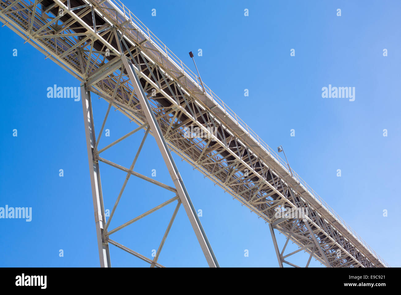 Conveyor belt at an open pit copper mine - Stock Image