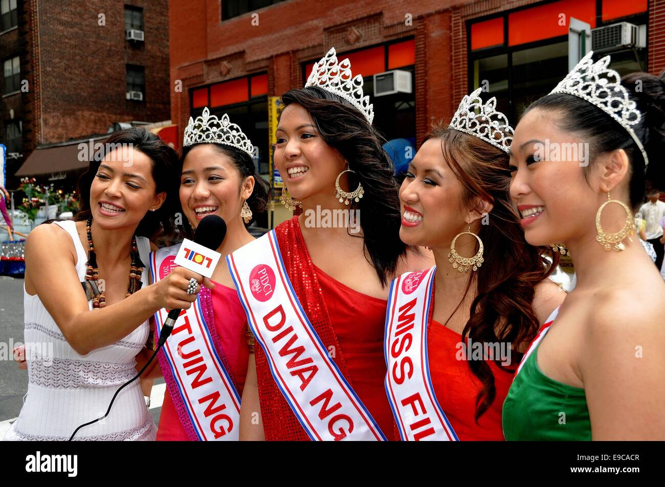 NYC: TV broadcaster interviews Filippina beauty queens