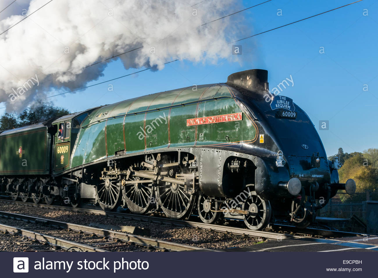 Holme, UK. 25th Oct, 2014. 60009 Union of South Africa, an LNER class A4 locomotive, generates clouds of steam in - Stock Image