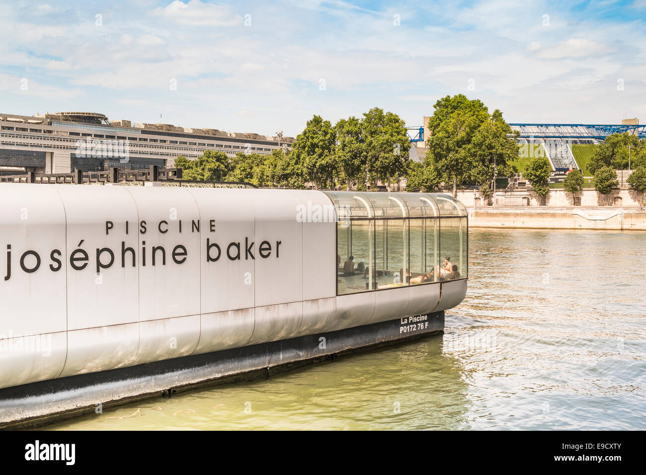 convertible josephine baker swimming pool anchored on a ratlike pontoon platform in the river seine, paris, ile - Stock Image