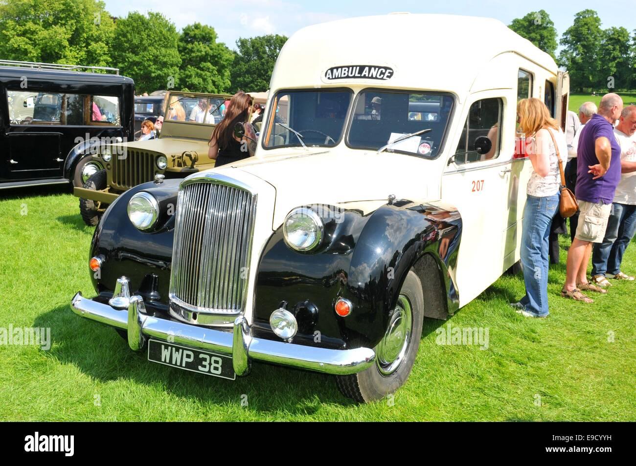 Vintage Ambulance Uk Stock Photos & Vintage Ambulance Uk Stock ...