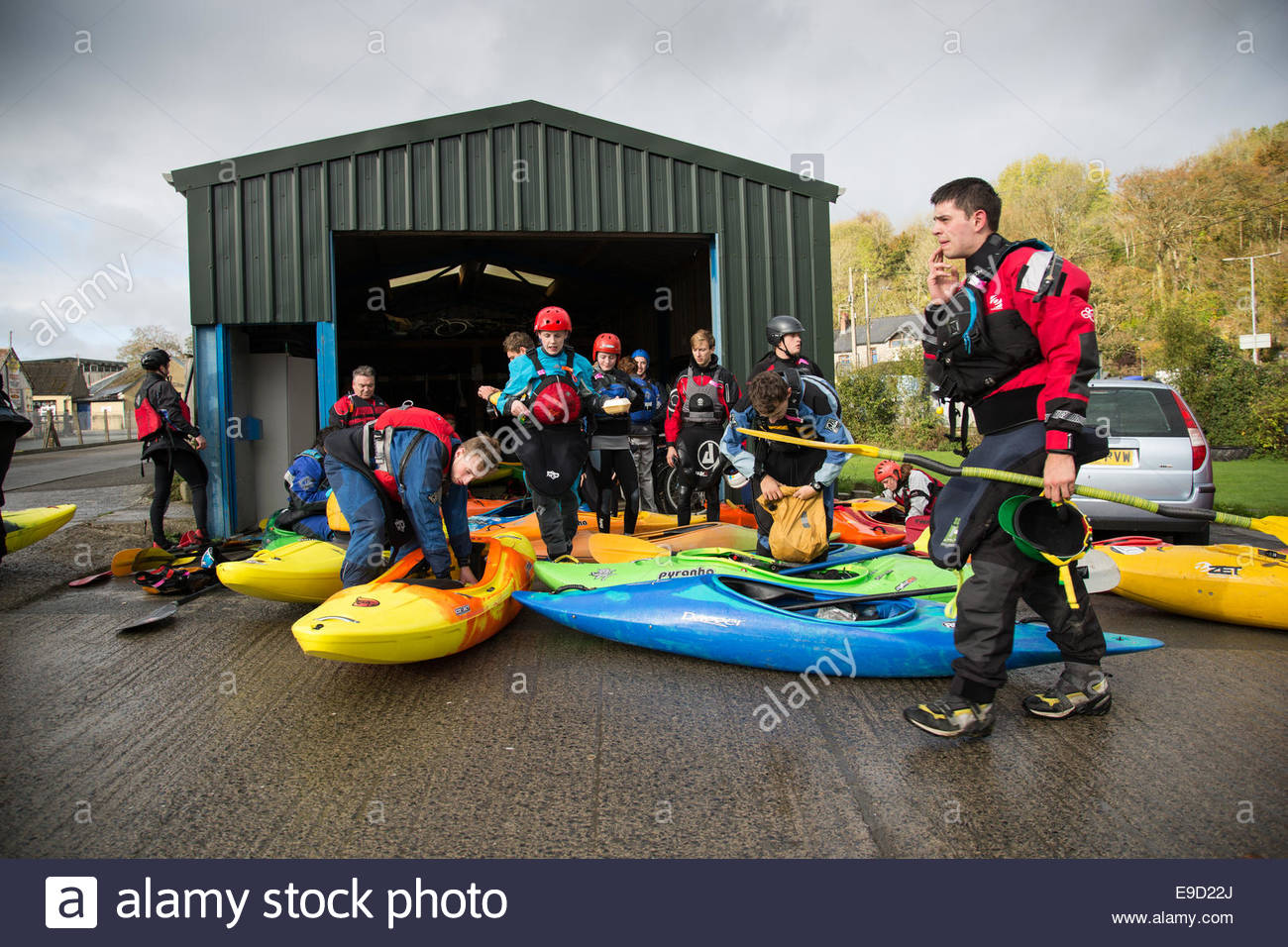 Llandysul, Wales, UK. 25th Oct, 2014. Hundreds of paddlers gather at Llandysul to enjoy the annual two day Teifi Stock Photo