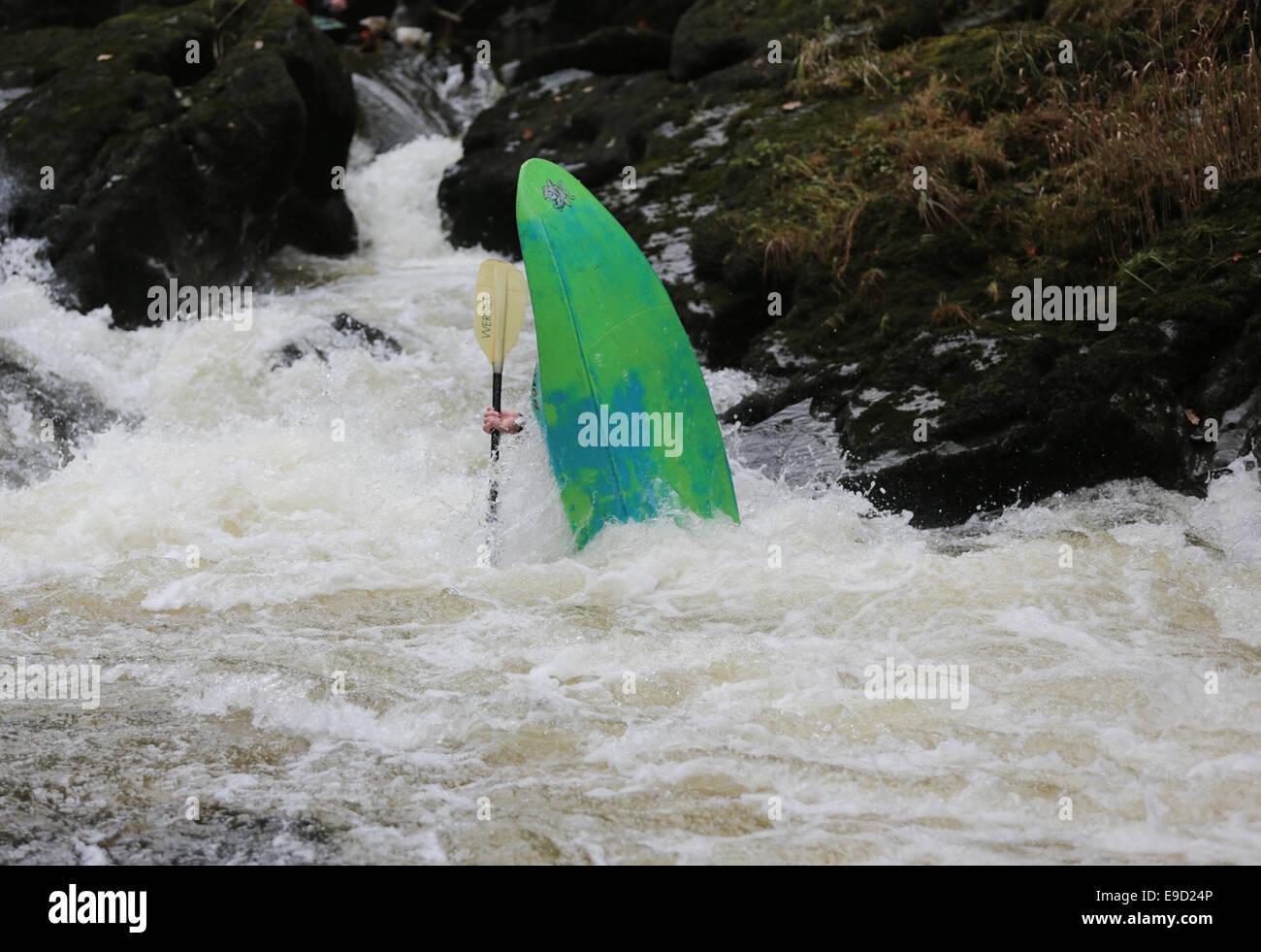 Llandysul, Wales, UK. 25th Oct, 2014. Hundreds of paddlers gather at Llandysul to enjoy the annual two day Teifi Stock Photo