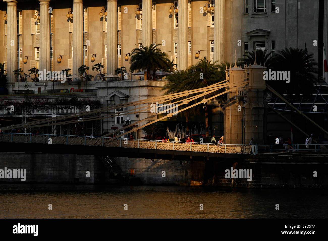 Cavenagh Bridge over the Singapore River with the Fullerton Hotel behind, Colonial District, Singapore - Stock Image