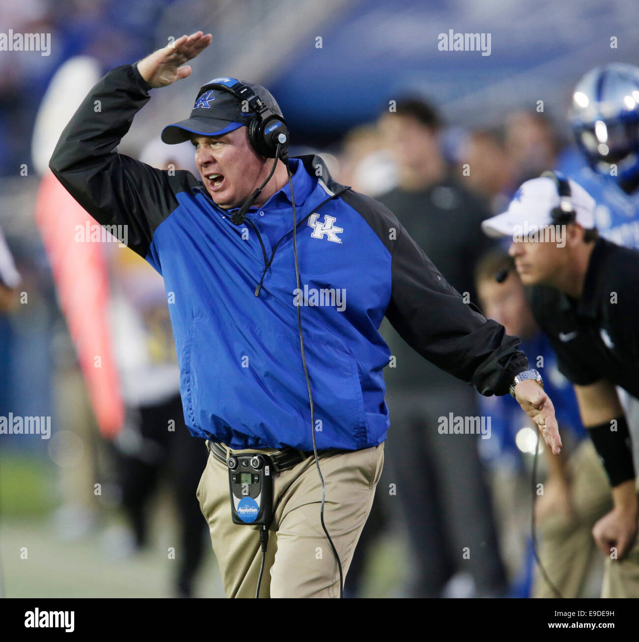 Oct. 25, 2014 - Lexington, Ky, US - Kentucky head coach Mark Stoops called out to his defense in the fourth quarter Stock Photo