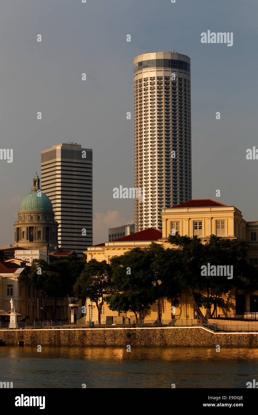 Asian Civilisations Museum and the Singapore River with Raffles City and City Hall in the background, Singapore - Stock Image