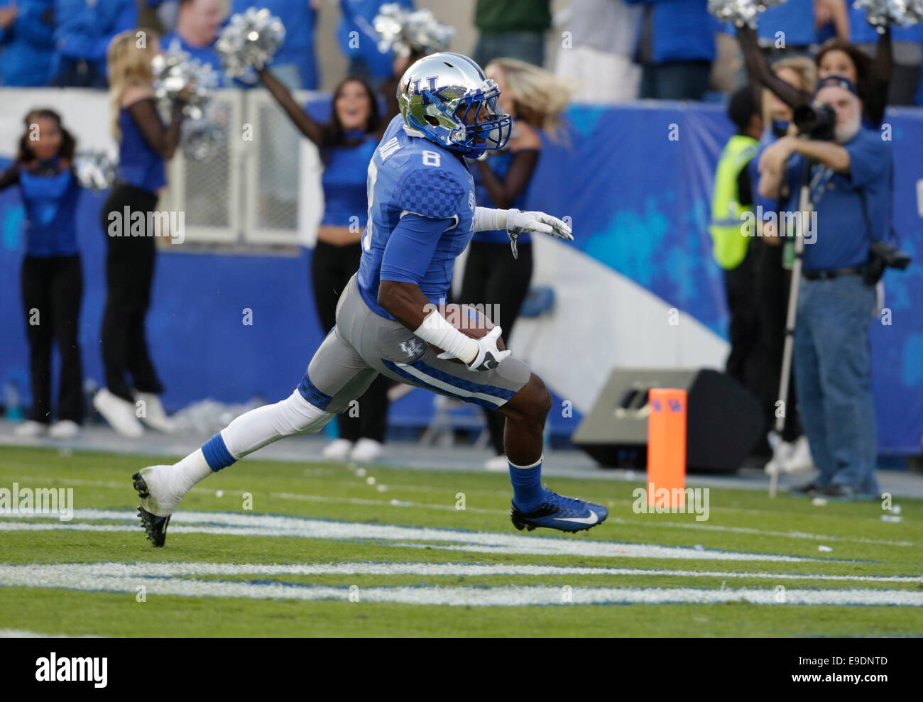 Oct. 25, 2014 - Lexington, Ky, US - Kentucky's Javess Blue (8) scored a touchdown in the third quarter of the Mississippi Stock Photo