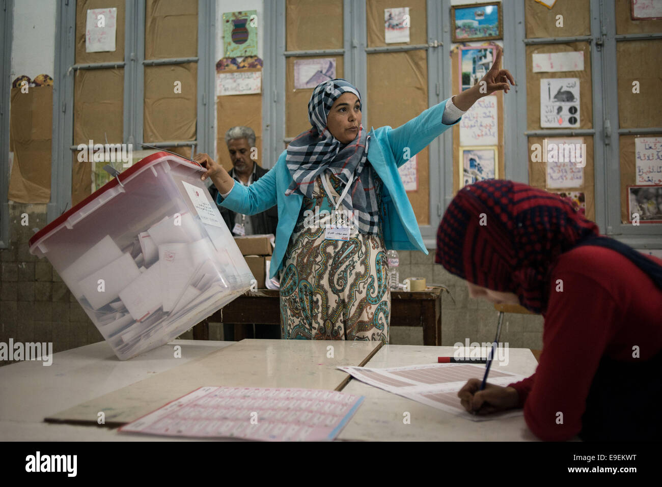 Tunis, Tunisia. 26th Oct, 2014. Electoral workers prepare for counting ballots at a polling station in Tunis, capital - Stock Image