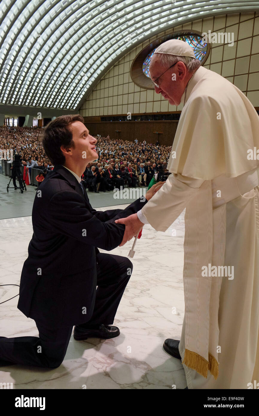 Vatican City. 25th October, 2014. Audience in Vatican for the familes of piglrims from Shonnstatt, 25 Oct 2014. - Stock Image