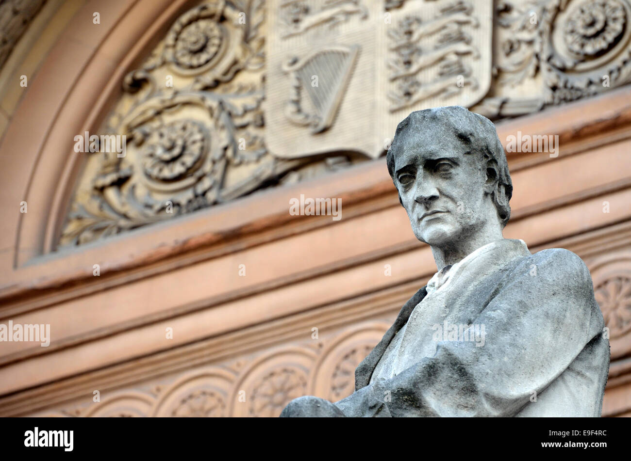 London, England, UK. Statue on facade of No 6 Burlington Gardens (Royal Academy / Burlington House) Sir Isaac Newton - Stock Image