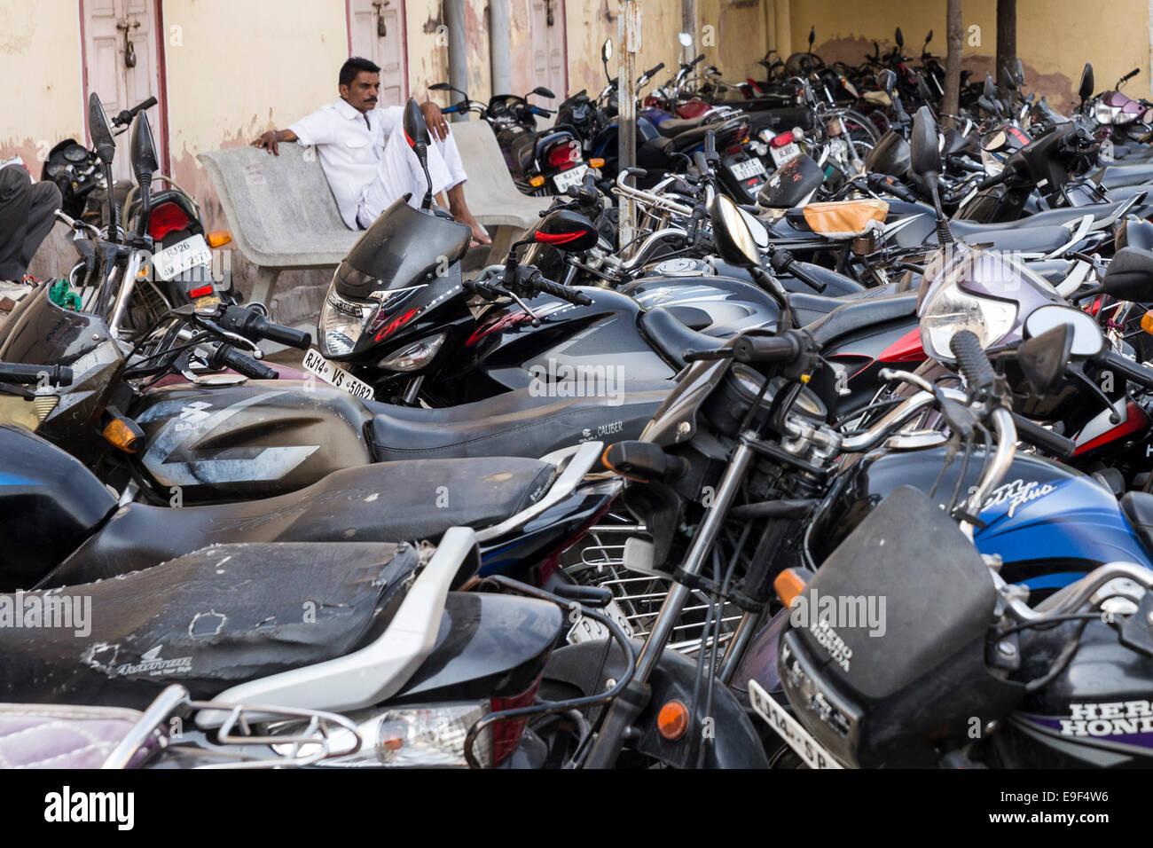 free motorcycle parking knightsbridge  Parking Motorbike Stock Photos