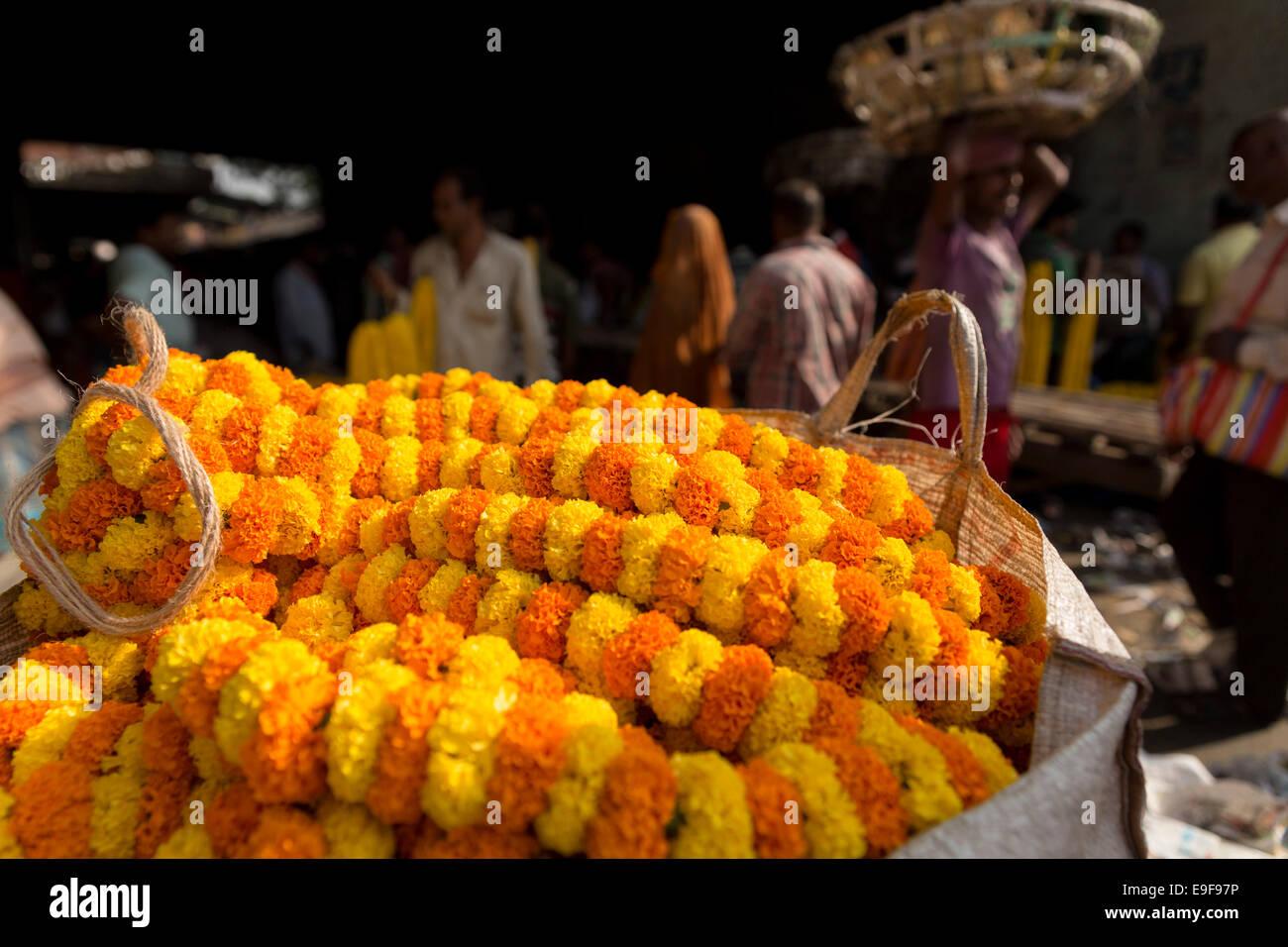Mullik Ghat Flower Market, Kolkata, West Bengal, India - Stock Image
