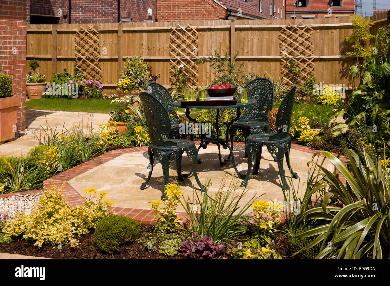 Garden furniture in Mews Style Houses, Misterton and Retford, Nottinghamshire, UK Stock Photo