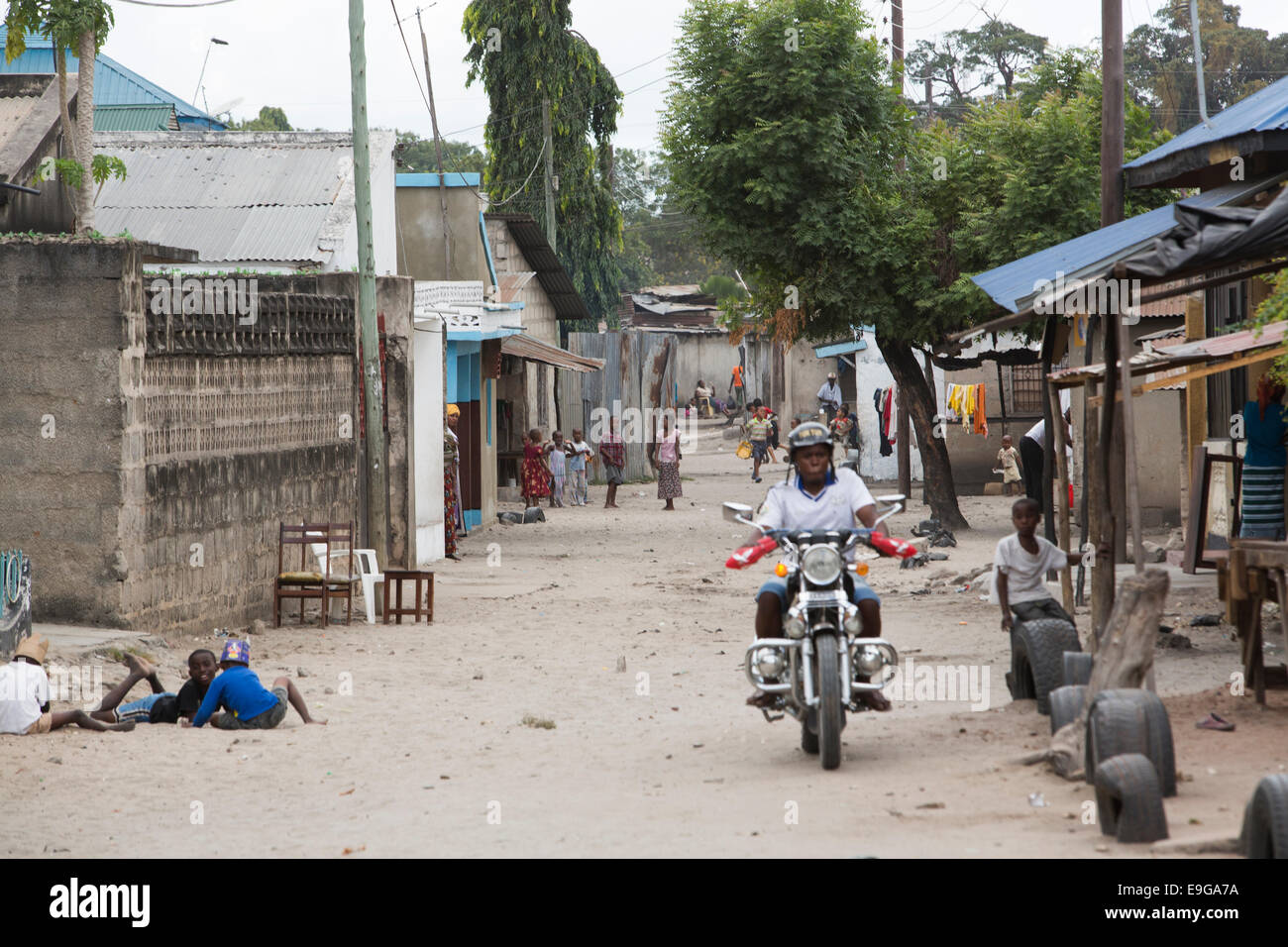 Busy street scene in Dar es Salaam, Tanzania, East Africa. - Stock Image