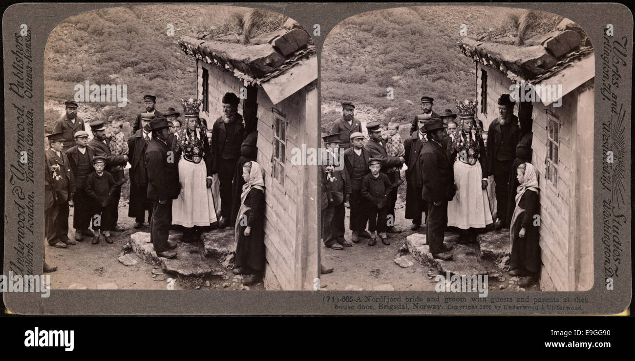 665 (71). A Nordfjord bride and groom with guests and parents at their house door, Brigsdal, Norway - Stock Image