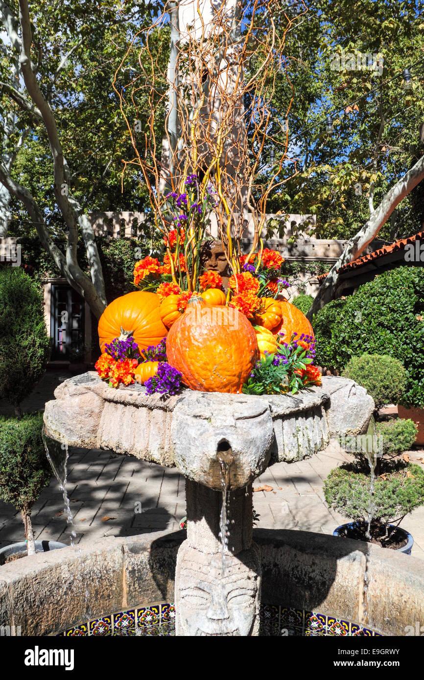Autumn decoration in fountain at Tlaquepaque in Sedona - Stock Image
