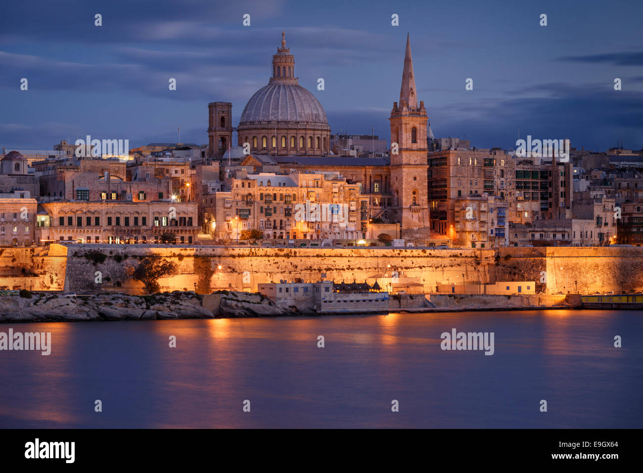 Malta, Valletta, skyline with St. Paul's Anglican Cathedral and Carmelite Church at dusk from Sliema - Stock Image
