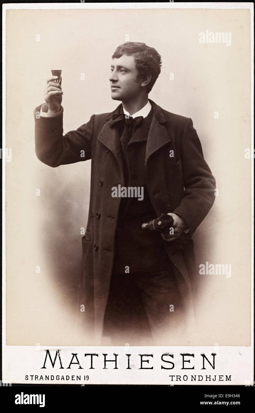 Portrett av en ung, uidentifisert student som feirer avslutningen av studiene, ca 1889 - Stock Image