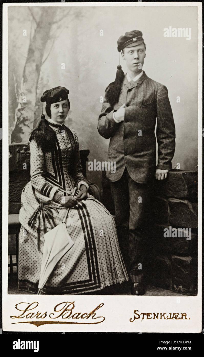Portrett av søsknene Louise Gram Qvam og Olaf Hafslo Qvam, juli 1885 - Stock Image