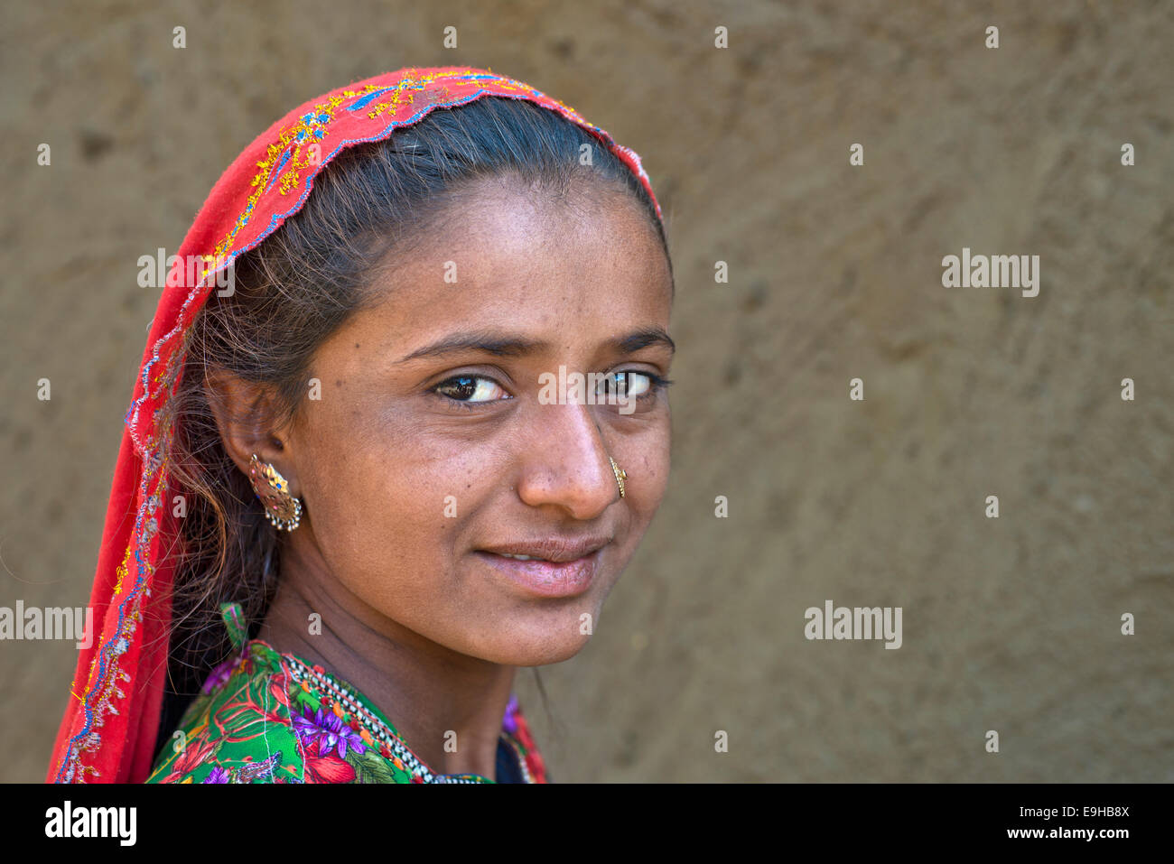 Girl with a headscarf and jewellery, portrait, Rann of Kutch, Gujarat, India - Stock Image