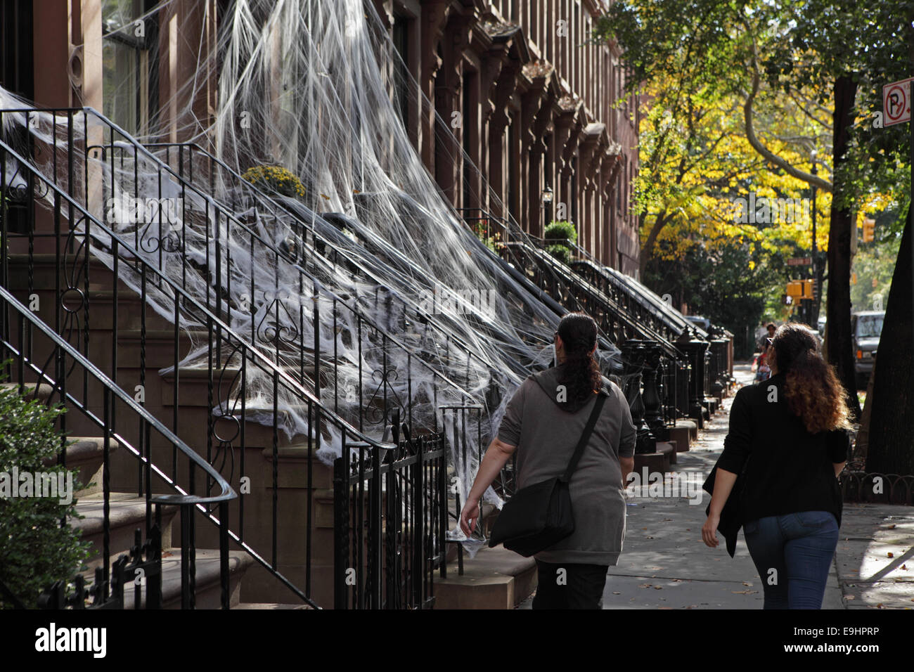 Brooklyn brownstone townhouses in Carroll Gardens decorated in spiderweb for Halloween - Stock Image
