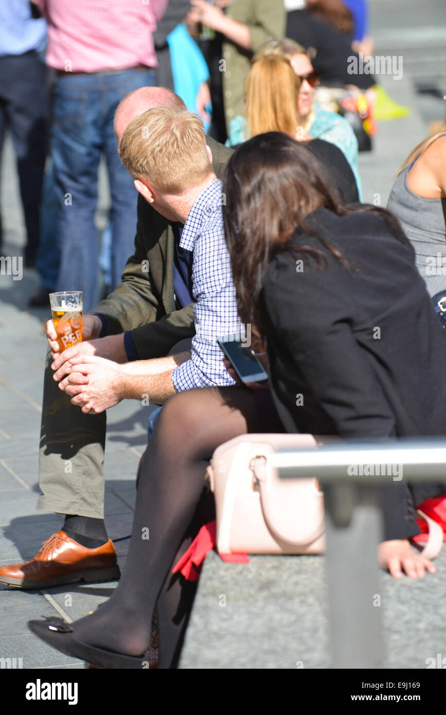 City bankers professional lunch beer sunshine London - Stock Image