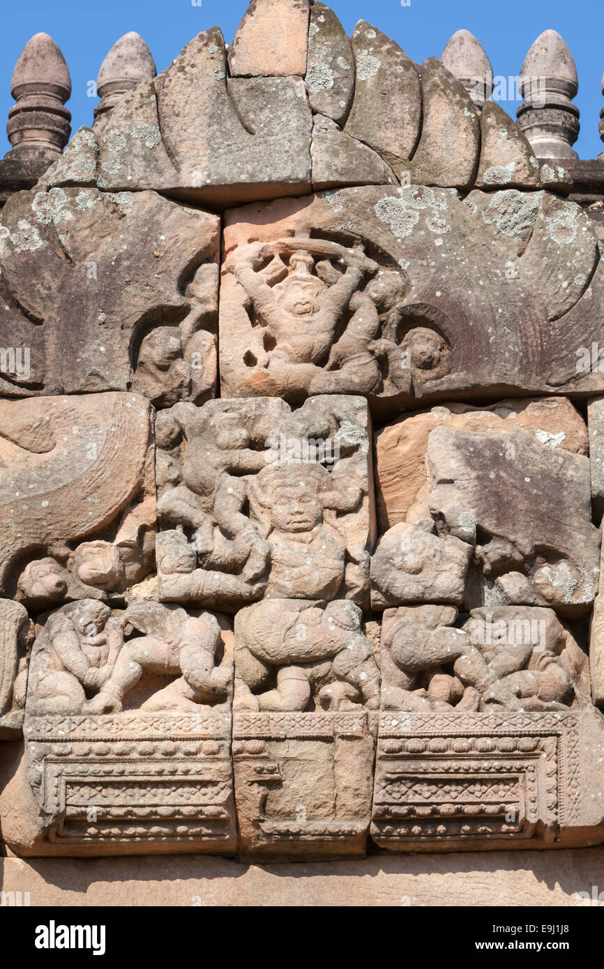 Pediment depicting the battle between monkeys and demons at Prasat Hin Phanom Rung temple, Thailand - Stock Image