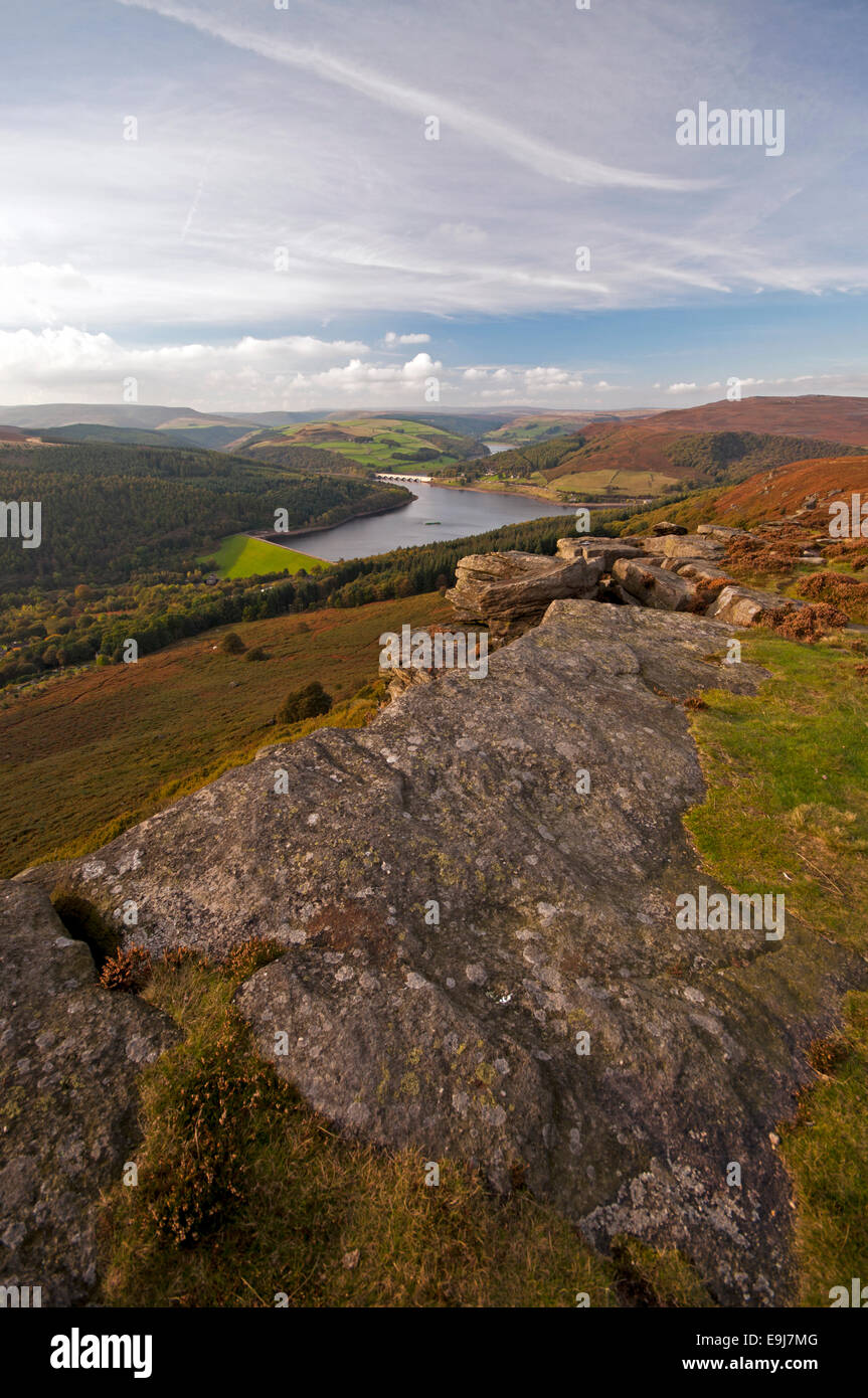 The view from Bamford Edge in the Peak District National Park, with Ladybower Reservoir in the Derwent Valley below. - Stock Image