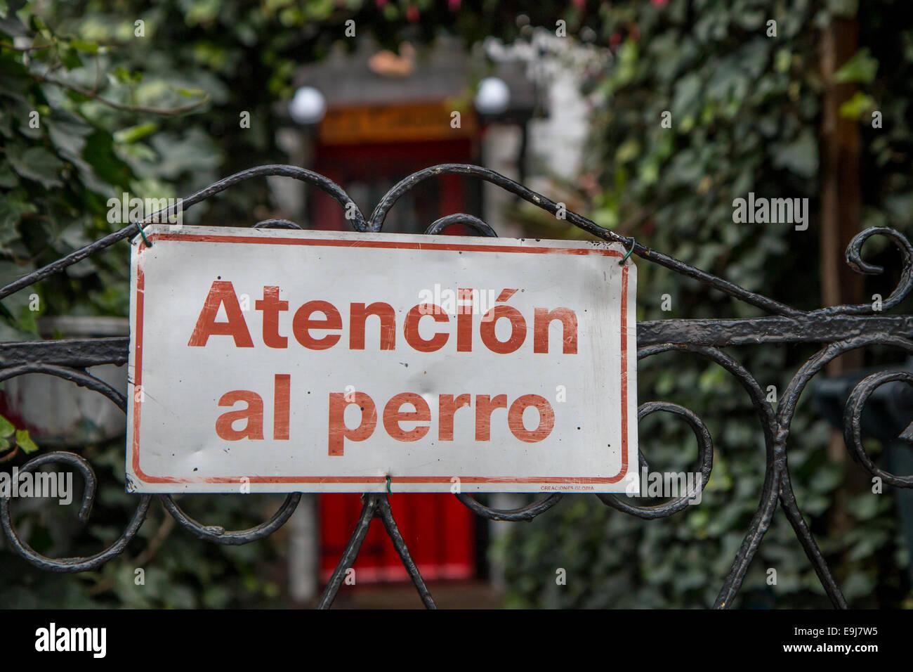 Spanish beware of dog sign - Stock Image