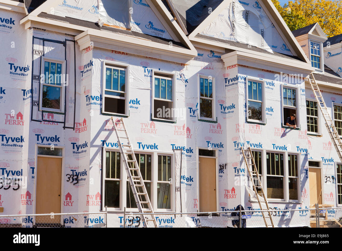 Tyvek Wrap High Resolution Stock Photography And Images Alamy