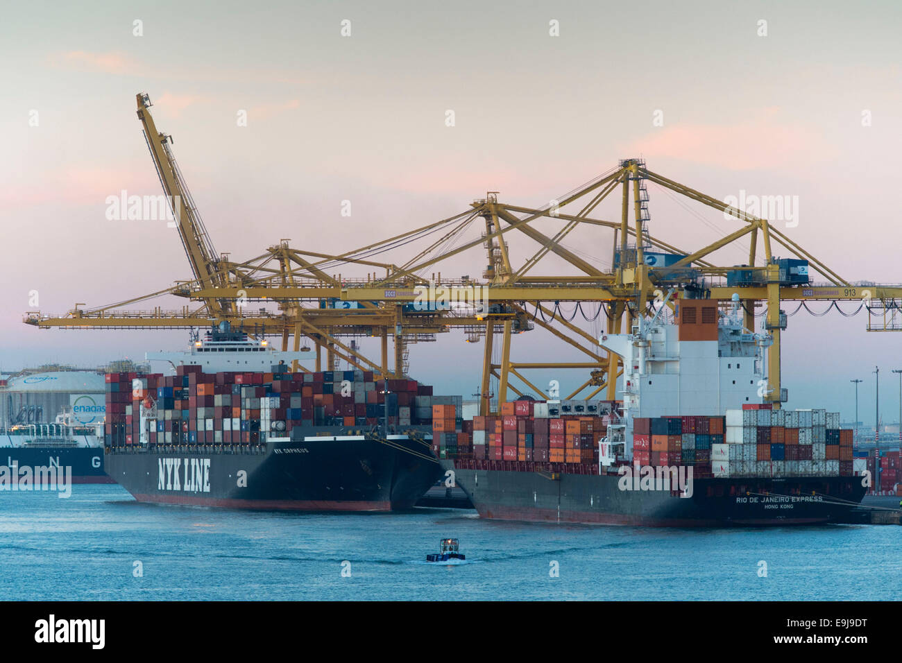 Cargo ships carrying shipping containers at Barcelona port In Barcelona, Spain, at sunrise. - Stock Image