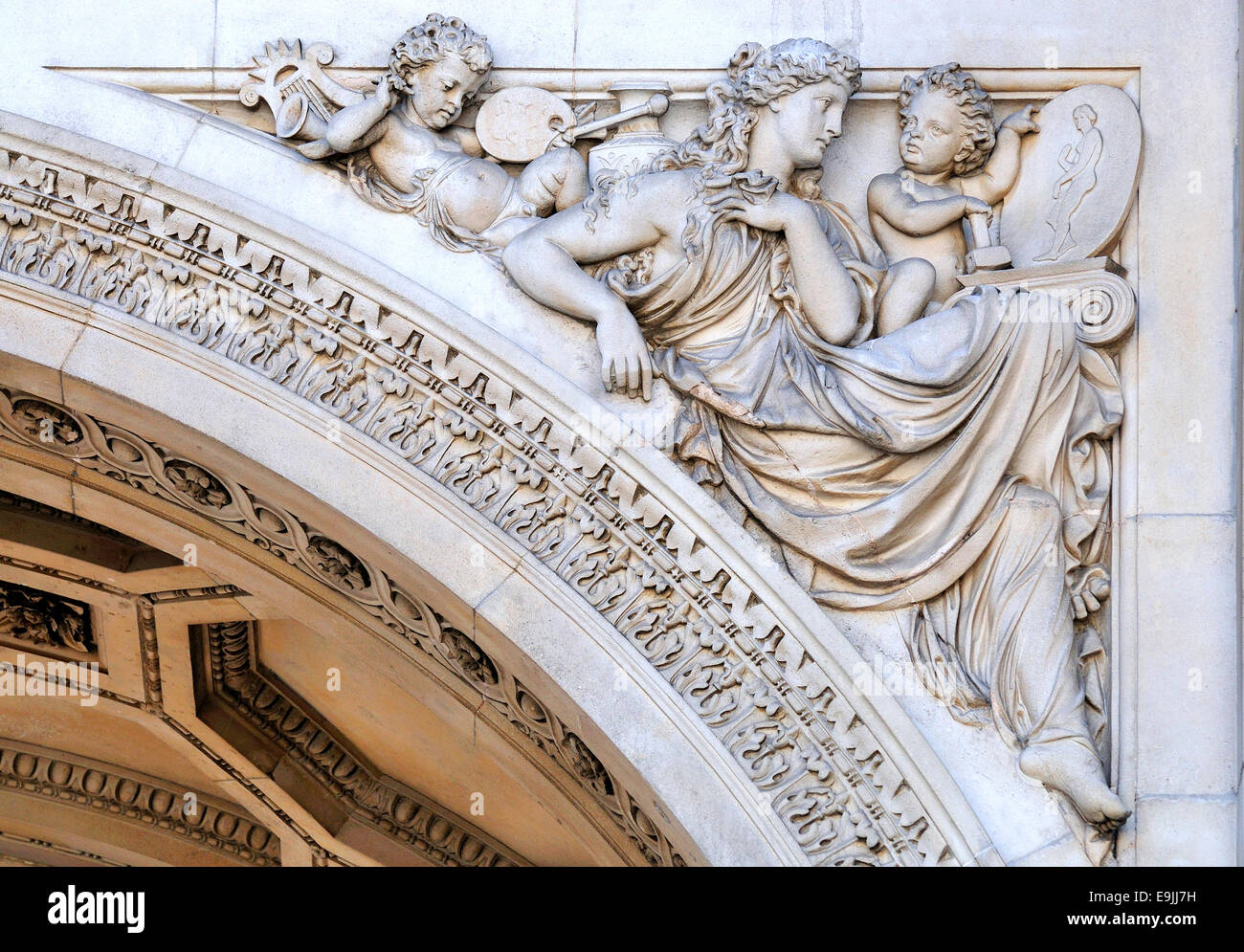 London, England, UK. Burlington House (Royal Academy of Arts) Detail above arch by John Birney Philip - Stock Image