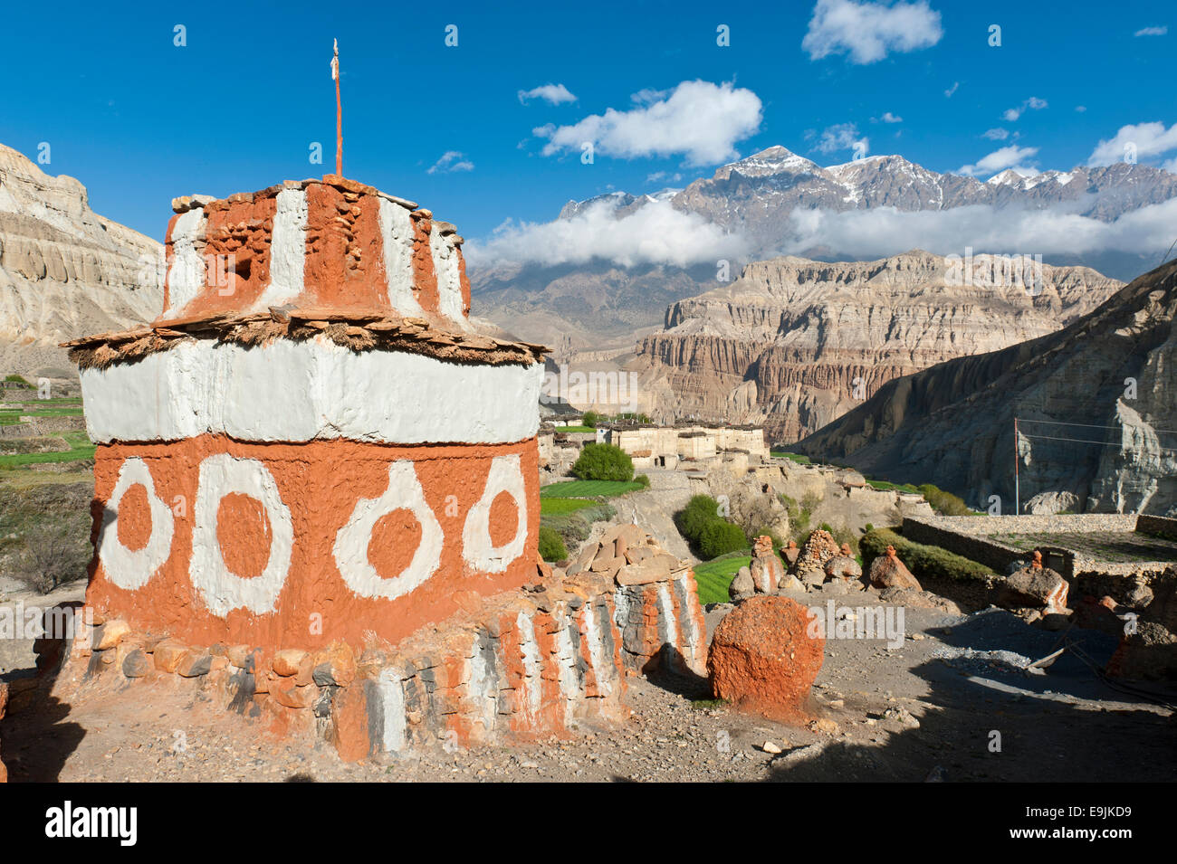 Brightly painted Chorten, colours of the Sakya sect, Tetang, Upper Mustang, Nepal - Stock Image