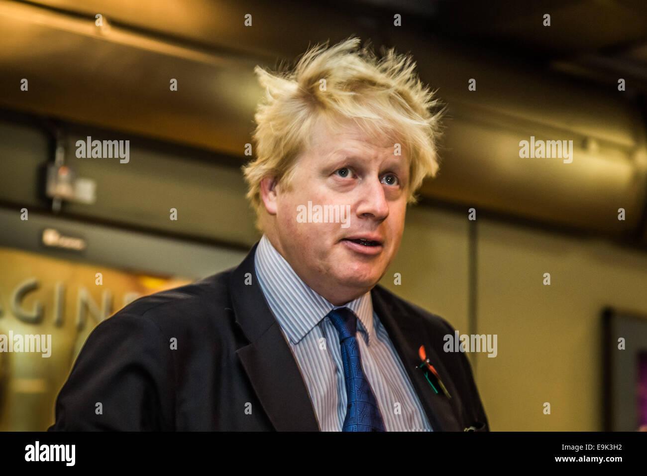 London, UK. 29th Oct, 2014. Mayor Boris Johnson at London Bridge Station Credit:  Guy Corbishley/Alamy Live News - Stock Image