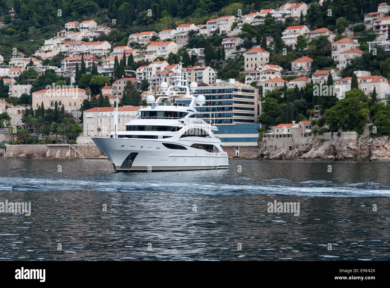007 Yacht Stock Photos & 007 Yacht Stock Images - Alamy