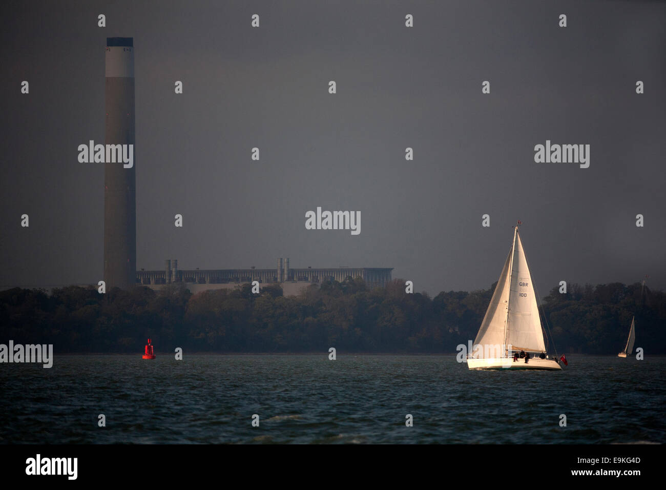 moth balled, Fawley, oil fired, power station, yacht, sailing, yachting, wind, The Solent, Hampshire, Cowes, Isle - Stock Image