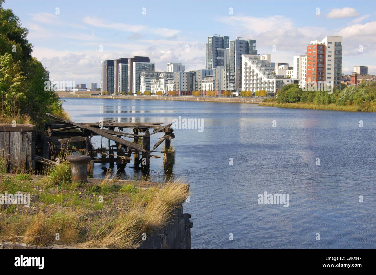 Flats at Glasgow Harbour from Govan Waterfront - Stock Image