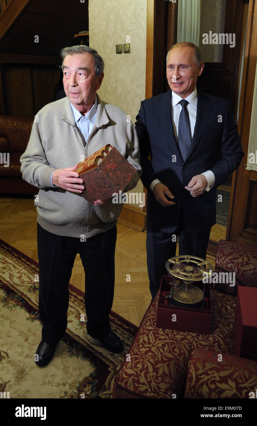 Moscow Region, Russia. 29th Oct, 2014. President of Russia Vladimir Putin (R) congratulates a respected Russian - Stock Image