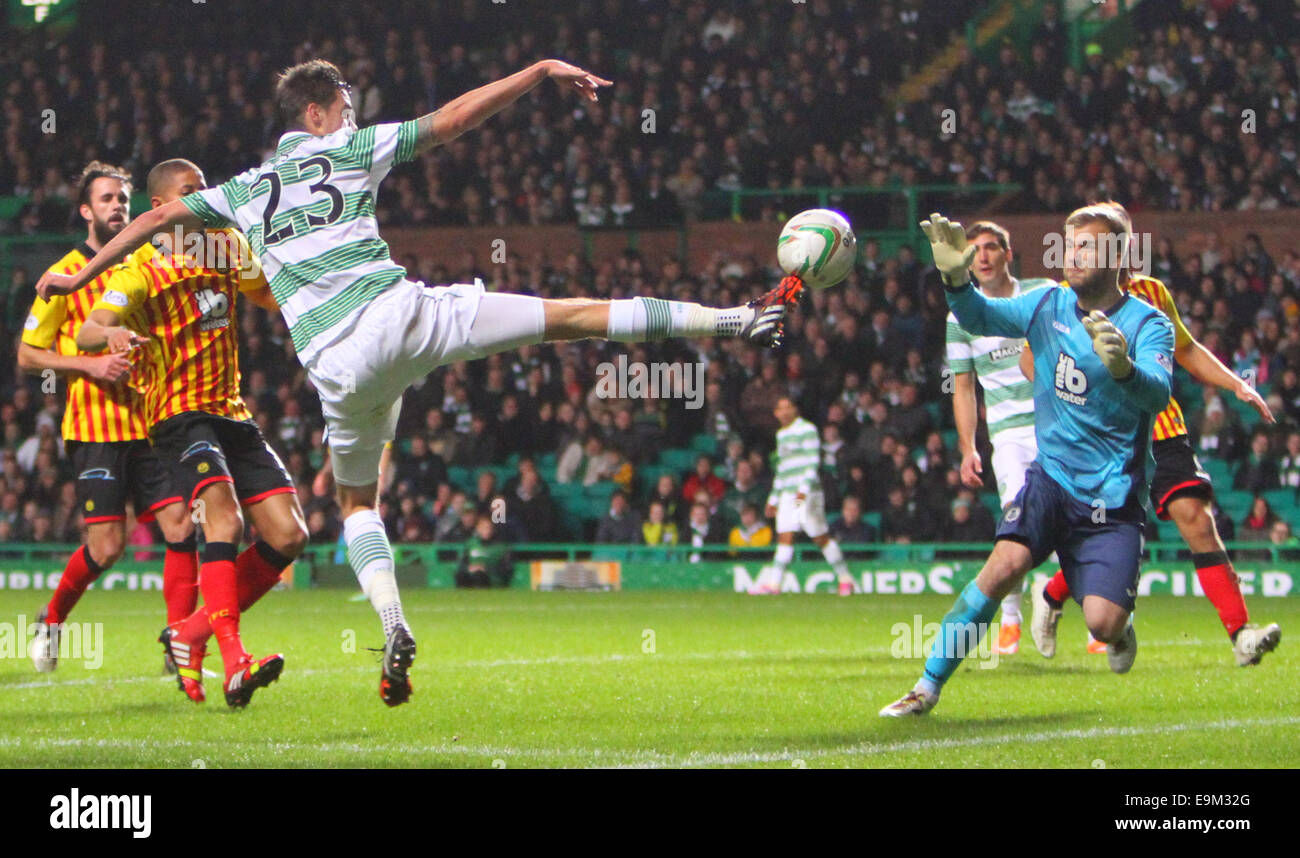 Glasgow, Scotland. 29th Oct, 2014. Scottish League Cup. Celtic versus Partick Thistle. Mikael Lustig beats Scott - Stock Image