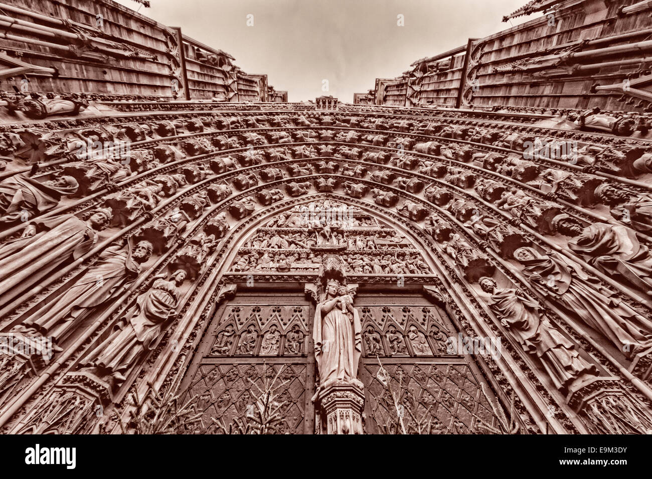 <a href='http://en.wikipedia.org/wiki/Strasbourg_Cathedral' target='_blank'>Strasbourg Cathedral</a> - Stock Image