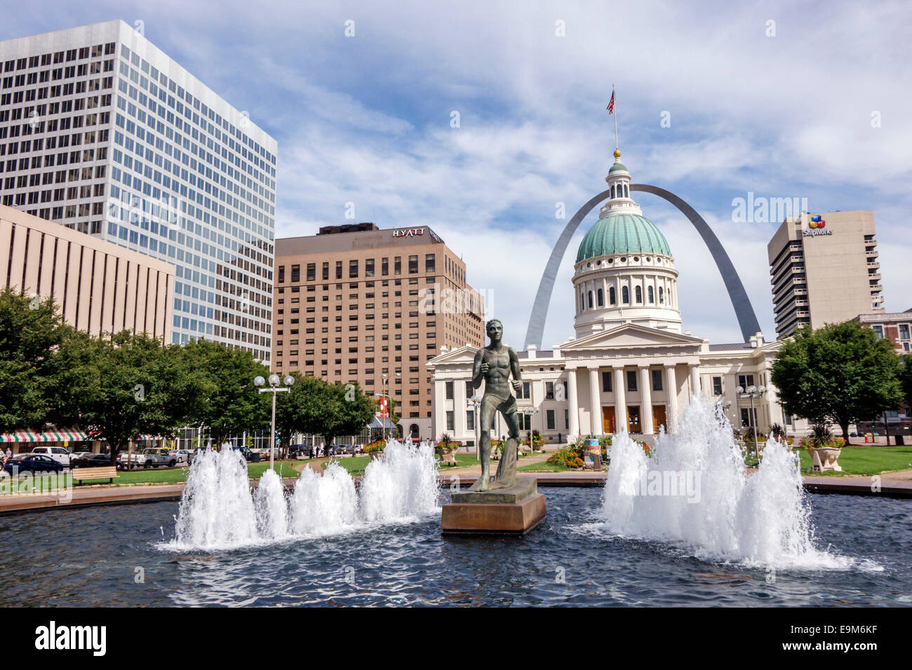 Missouri, Midwest, Saint St. Louis, Old Courthouse, Court House, Gateway Arch, memorial, catenary, fountain, Kiener Stock Photo